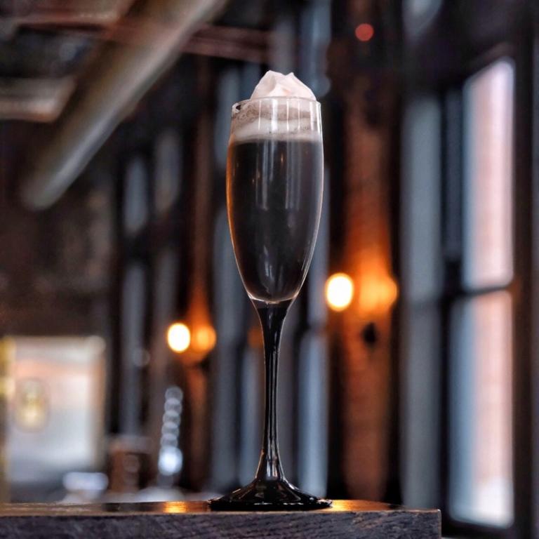 Cocktail: Kiss at Midnight | Bartender Atlas
